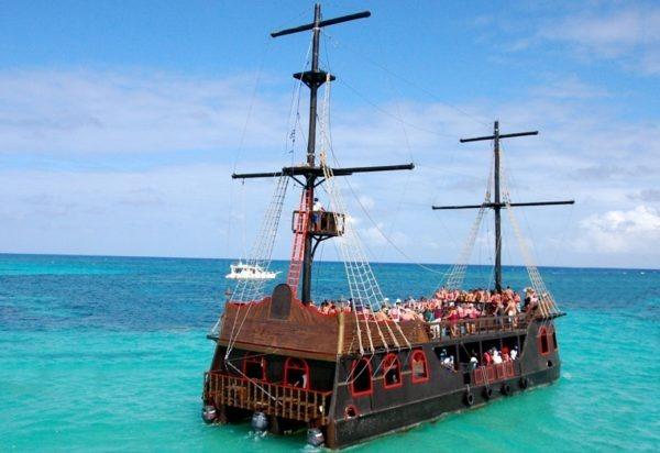 Pirate boat Punta cana